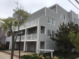 Beach Views -2 Bedroom, 2 full baths, Sleeps 6 - Margate City vacation rentals