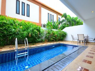 Luxury Pool Condo 2 Bedroom 300m To The Beach - Pattaya vacation rentals