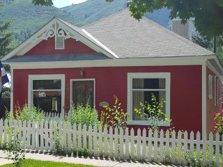 1903 Victorian in Heart of Town - Glenwood Springs vacation rentals