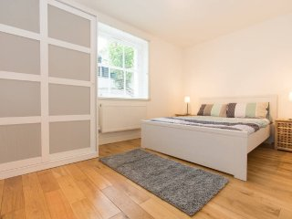 Gorgeous Flat Close to Tube - London vacation rentals