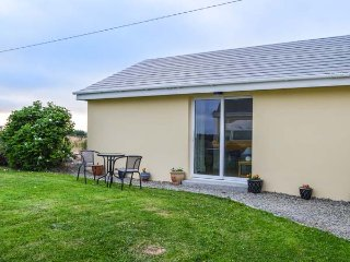 THE GETAWAY, all ground floor, lawned garden, close to amenities, Miltown Malbay, Ref 939646 - Milltown Malbay vacation rentals