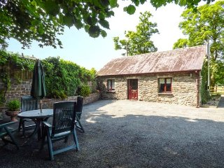 THE STABLE all ground floor, shared use of plunge pool, rural views, woodburner, Llandysul Ref 939763 - Llandysul vacation rentals