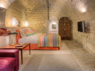 Studio Colbert, amazing 17th century wine cellar - Paris vacation rentals