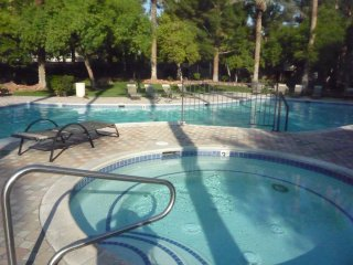 *LV Blvd/Strip Guard-Gated Resort Condo* pet/ADA/gym/tennis/spa/pool/mtn. view - Las Vegas vacation rentals