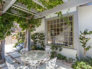 Just Listed! Venice Beach Cottage Home | Sleeps 6 - Los Angeles vacation rentals