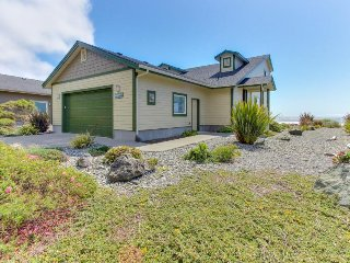 Modern oceanfront house w/ gorgeous views & easy beach access! - Gold Beach vacation rentals