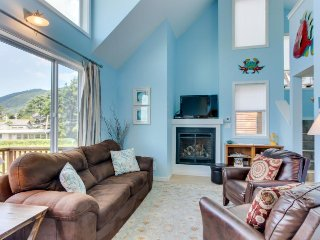 Dog-friendly, lakeview home loft, fireplace, & hot tub, room for 8 - paradise! - Manzanita vacation rentals