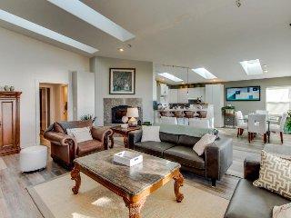 Bay Front beach house w/classic decor, hot tub - ocean views! - Waldport vacation rentals