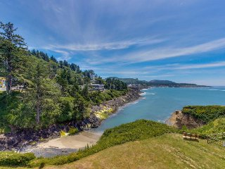 Gorgeous oceanfront condo w/ incredible ocean views, easy beach access! - Depoe Bay vacation rentals