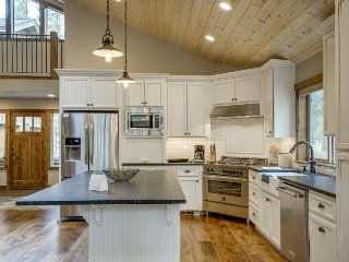 Gorgeous custom home w/shared resort amenities & ample entertainment! - Black Butte Ranch vacation rentals