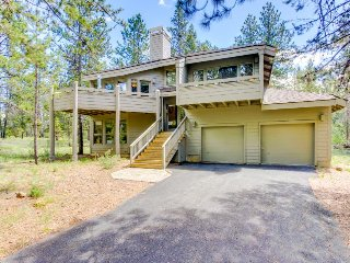Cozy cabin w/ private hot tub, entertainment & SHARC passes in a quiet location - Sunriver vacation rentals