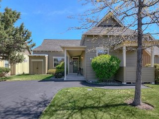 Charming one-level home w/ private hot tub & resort amenities - Redmond vacation rentals