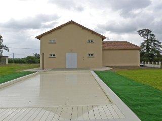 Ancienne Etable rénovée en Armagnac - Laujuzan vacation rentals