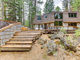 Cozy retreat w/ private hot tub, fabulous deck & access to shared pool, sauna! - Black Butte Ranch vacation rentals