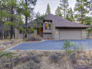 Private hot tub, dog-friendly home offers SHARC access & space for the family! - Sunriver vacation rentals
