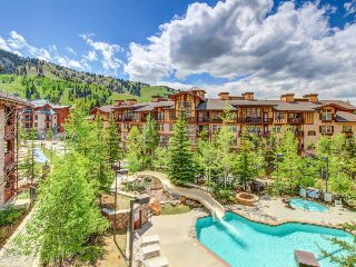 Mountainview condo w/ski-in/out access + Club Solitude access w/ pool & hot tub! - Solitude vacation rentals
