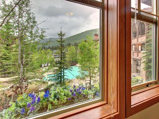 Tasteful ski-in/ski-out condo w/ shared hot tub, pool & more! - Solitude vacation rentals