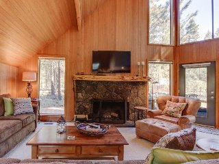 Contemporary lodge w/ shared pool, hot tub, resort amenities & entertainment! - Black Butte Ranch vacation rentals