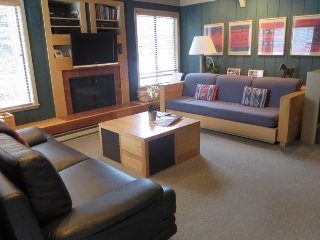 Mountain condo w/large deck & resort amenities including shared pool & hot tub - Sun Valley vacation rentals