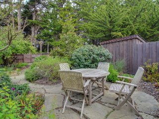 Oceanfront, dog-friendly home w/ hot tub, shared pool, close to golf & trails - Sea Ranch vacation rentals