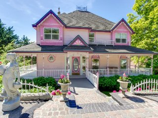 Victorian-style getaway with bay views and relaxing jetted tub! - Bayview vacation rentals