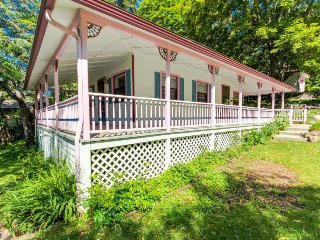 Quaint, fairytale cottage w/ scenic bay view & easy beach access! - Bayview vacation rentals