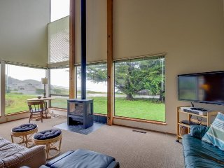 Bright, dog-friendly home near Black Point Beach and the lodge w/ shared pool - Sea Ranch vacation rentals