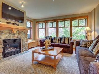 Condo w/resort style amenities (pool, hot tub, etc) close to slopes! - Solitude vacation rentals