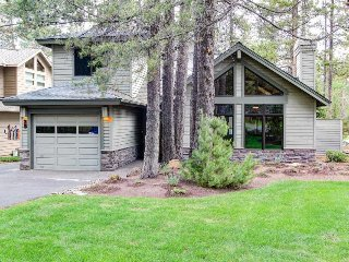 Sunny, warm house with stunning deck, backyard, and private hot tub! - Sunriver vacation rentals