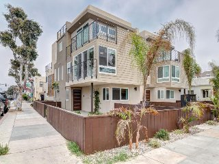 Beautiful modern townhome in Mission Beach awaits your lucky group! - San Diego vacation rentals