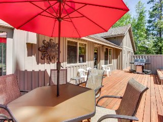 Spacious, modern home with private hot tub and Ping-Pong table! - Sunriver vacation rentals