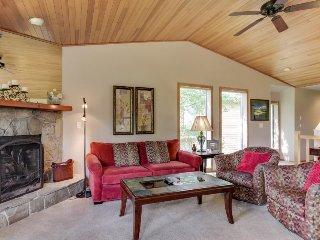 Updated Sunriver condo w/ golf course views & resort fun! - Sunriver vacation rentals
