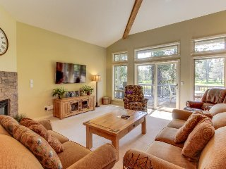 Dog-friendly home in quiet neighborhood w/ hot tub and Ping-Pong table! - Sunriver vacation rentals