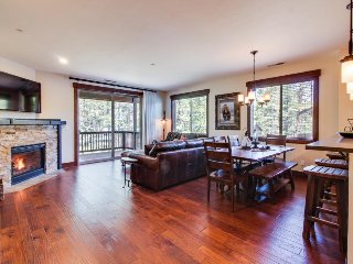 Newly built mountain getaway, w/ shared pool, sauna & more! - Truckee vacation rentals