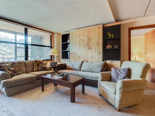 Centrally located studio near lifts, shared hot tub & sauna - Copper Mountain vacation rentals