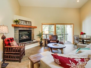 Contemporary mountain condo, w/shared pool, sauna & hot tub - Alpine Meadows vacation rentals