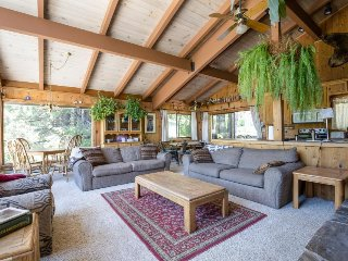 Classic, dog-friendly Squaw Valley home with views, deck, and hot tub! - Lake Tahoe vacation rentals