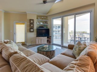 Walk to beach from condo with partial ocean view, shared pool, & soaking tub! - Ocean City vacation rentals