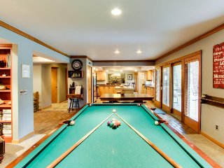 Main house plus condo w/ private hot tub, game room, pool table & SHARC passes - Sunriver vacation rentals