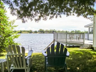 Cute dog-friendly cottage w/ dock access right on Lake Champlain - Alburgh vacation rentals