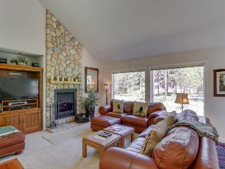 Charming house w/ private hot tub, bikes, and eight SHARC passes! - Sunriver vacation rentals