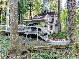 Rustic riverside cottage in the forest w/ large deck, gas grill, and firepit - McKenzie Bridge vacation rentals