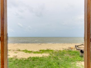 Two standalone, oceanfront cabanas w/ ocean view & private beach! - Dangriga vacation rentals