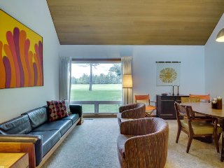 Retro, dog-friendly condo w/ fireplace and SHARC access - Sunriver vacation rentals