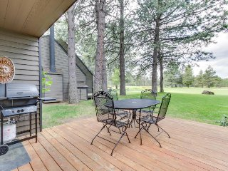 Dog-friendly Sunriver condo w/ great location & view, SHARC passes! - Sunriver vacation rentals
