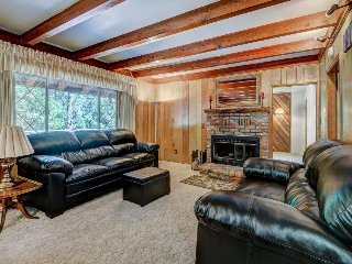 Cozy and inviting mountain cabin with great home essentials & large deck - Idyllwild vacation rentals