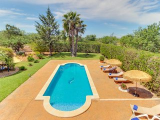 Spacious estate w/ private pool, tennis courts & beautiful garden! - Consell vacation rentals