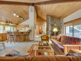Casual Sunriver retreat w/private hot tub & large deck! - Sunriver vacation rentals