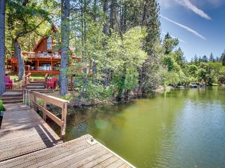 Dog-friendly lakefront home w/gorgeous chef's kitchen, private dock, shared pool - Groveland vacation rentals
