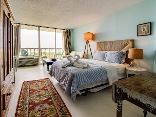 Cozy, oceanfront studio with private balcony, shared pool, and tennis courts! - Galveston Island vacation rentals